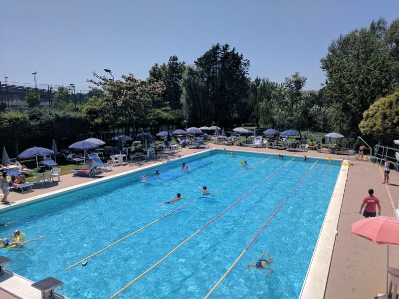 Piscina estiva a roma piscina roma for Piscina roma